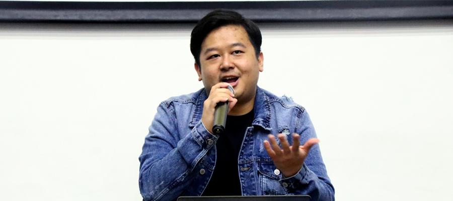 Kevin Kristian , Social Media, Creative Content dan Influencer Marketing Manager Shopee Indonesia Hadir Sebagai Pembicara. Foto: Reviana Kristin